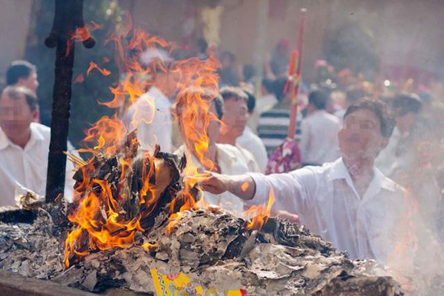 Giáo hội Phật giáo Việt Nam đề nghị các phật tử loại bỏ tục đốt vàng mã tại các cơ sở thờ tự Phật giáo (Thời sự đêm 22/2/2018)