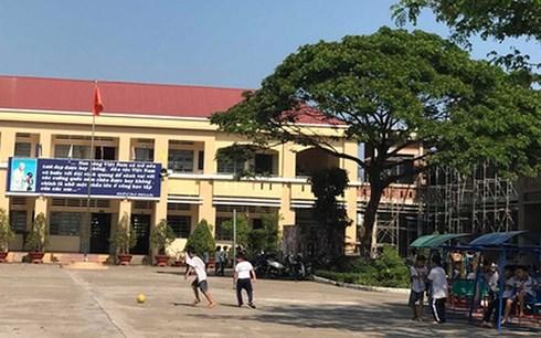 Xử lý kỷ luật với hình thức cảnh cáo với ông Võ Hòa Thuận- phụ huynh gây áp lực buộc một cô giáo phải quỳ gối xin lỗi    (Thời sự trưa 09/03/2018)