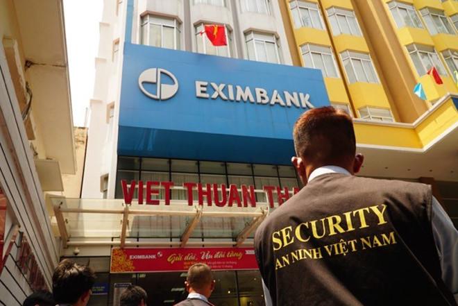 Khởi tố thêm 3 nhân viên ngân hàng trong vụ khách hàng mất 245 tỷ đồng (Thời sự trưa 28/3/2018)