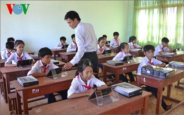 Cần sớm xây dựng bộ quy tắc ứng xử trong trường học dành cho giáo viên, khi gần đây liên tiếp xảy ra các vụ giáo viên sử dụng nhiều hình phạt phản giáo dục, gây tổn thương học sinh (6/4/2018)
