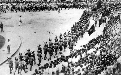Thắng lợi vĩ đại của Cách mạng Tháng tám năm 1945 đã thể hiện sức mạnh của lòng dân về bài học đại đoàn kết. Thực tế đã chỉ ra rằng ở đâu chính quyền, cán bộ xa dân, không lấy dân làm trọng, ở đó tất nảy sinh mất đoàn kết khiến dân mất lòng tin vào chính quyền (Thời sự trưa 19/8/2018)