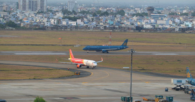 Nâng cấp đường băng cho 2 sân bay quốc tế là Nội Bài và Tân Sơn Nhất để tránh việc phải đóng cửa do không đảm bảo an toàn (21/9/2018)