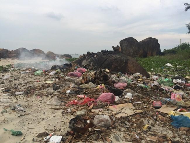 Miền Trung ngập rác thải: Dân khổ, chính quyền lúng túng (14/10/2019)