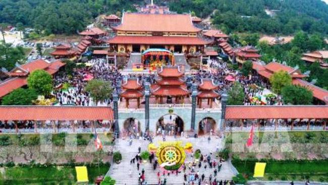 Giáo hội Phật giáo Việt Nam đề nghị làm rõ sự việc mê tín, dị đoan tại chùa Ba Vàng, tỉnh Quảng Ninh và kiểm điểm nghiêm khắc các cá nhân liên quan (Thời sự trưa 24/3/2019)