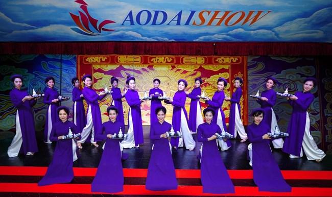 Show diễn áo dài nổi tiếng tại Huế (5/4/2019)