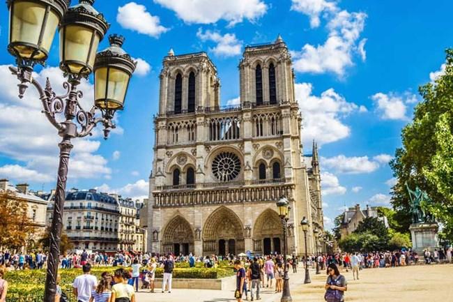 Nhà thờ Đức Bà Paris - biểu tượng không chỉ của nước Pháp  (16/4/2019)