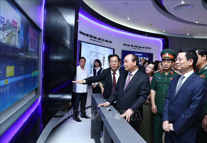 THỜI SỰ 12H TRƯA 1/6/2019: Phát biểu tại lễ kỷ niệm 30 năm thành lập Tập đoàn Công nghệ viễn thông quân đội Viettel, Thủ tướng Nguyễn Xuân Phúc đánh giá, Viettel là một trong ít các doanh nghiệp Việt Nam có khả năng cạnh tranh quốc tế với các tập đoàn hàng đầu khu vực và thế giới; một trong những đơn vị đi đầu về công nghệ 5G. Đơn vị phải đi đầu trong cuộc cách mạng công nghiệp 4.0