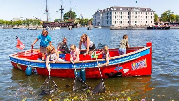 Du lịch dọn rác ở Hà Lan - du khách trải nghiệm hoạt động bảo vệ môi trường (30/7/2019)