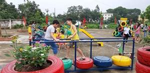 Chương trình tạo sân chơi cho trẻ em tái chế từ lốp xe ô tô (8/8/2019)