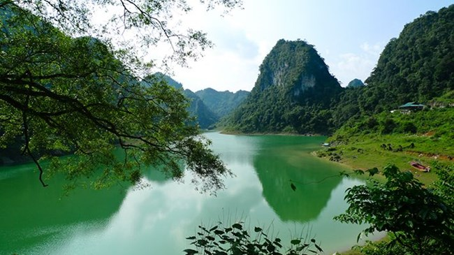 Điểm đến hấp dẫn và mới lạ ở Cao Bằng: Hồ Thang Hen (16/8/2019)
