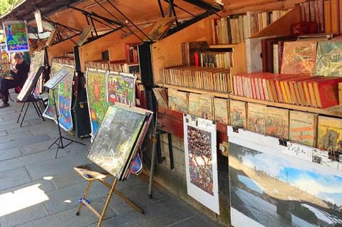 Các tiệm sách cũ bên bờ sông Seine trước áp lực Covid-19 (18/10/2020)