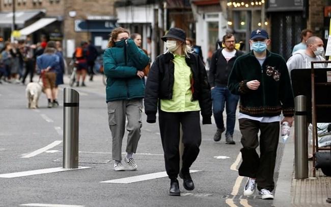 Anh: Ứng dụng nhắc người dân giữ khoảng cách an toàn để phòng tránh dịch bệnh (6/10/2020)