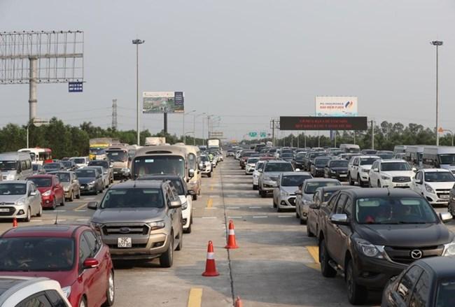 """Đề án thu phí đối với ô tô sử dụng đường cao tốc được đầu tư bằng ngân sách nhà nước: Liệu có phải """"phí chồng phí""""? (6/10/2020)"""