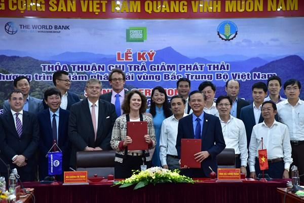 THỜI SỰ 21H30 ĐÊM  22/10/2020: Việt Nam trở thành nước đầu tiên ở Châu Á - Thái Bình Dương và là quốc gia thứ 5 trên toàn cầu ký kết Thỏa thuận Chi trả giảm phát thải với Ngân hàng thế giới.