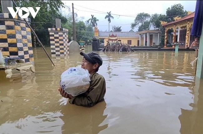Quảng Trị tập trung hỗ trợ người dân vùng lũ, không để người dân bị đứt bữa, đói rét trong lũ (14/10/2020)