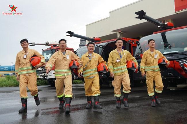 Chữa cháy cho tàu bay ở phi trường Tân Sơn Nhất có gì khác biệt? (6/10/2020)