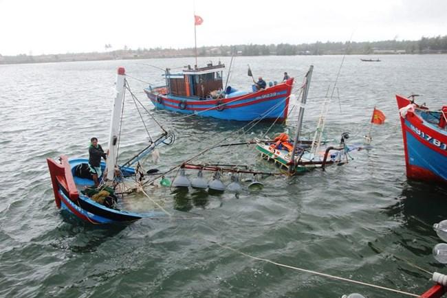 Hướng dẫn ngư dân tàu cá đảm bảo an toàn trong trường hợp có bão (14/11/2020)