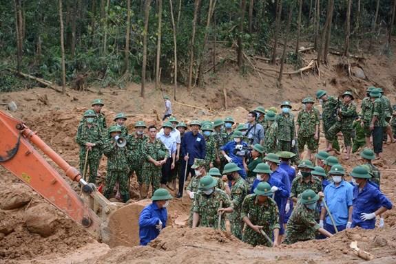 THỜI SỰ 21H30 ĐÊM 19/11/2020: Lực lượng cứu nạn, cứu hộ tiếp tục tìm kiếm các nạn nhân còn mất tích sau vụ sạt lở đất tại thủy điện Rào Trăng 3.