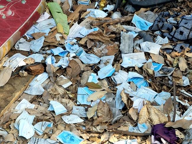 Cảnh báo nguy cơ lây nhiễm bệnh từ rác thải khẩu trang (24/2/2020)
