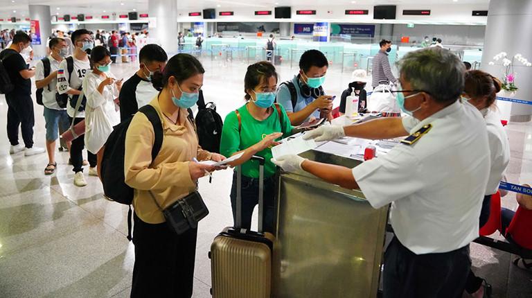 THỜI SỰ 12H TRƯA 16/3/2020: Tất cả hành khách nhập cảnh từ châu Âu vào Việt Nam đều được lấy mẫu xét nghiệm virus Sars-Cov-2 tại sân bay.