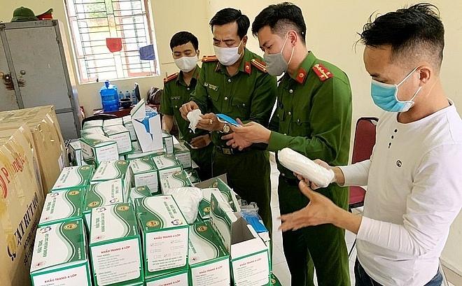 Xe cứu thương vận chuyển 7.500 khẩu trang y tế không rõ nguồn gốc (23/4/2020)