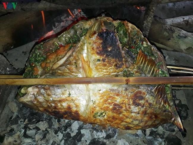Cá gói lá nướng - món ăn dân dã mà thơm ngon của đồng bào Thái (17/4/2020)