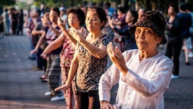 Người cao tuổi nên tận hưởng tuổi già hay giúp đỡ con cái? (4/6/2020)