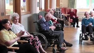 Chiến dịch tìm bạn tâm thư cho người cao tuổi tại các cơ sở dưỡng lão Victoria ở Mỹ (6/7/2020)