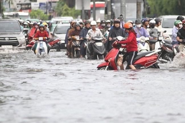 Tp.HCM thu giá dịch vụ thoát nước liệu đường phố có hết ngập? (29/8/2020)