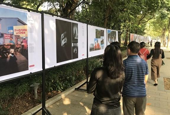 Triển lãm ảnh Báo chí Thế giới mang những câu chuyện ý nghĩa trên thế giới đến với người dân Việt Nam (23/11/2020)