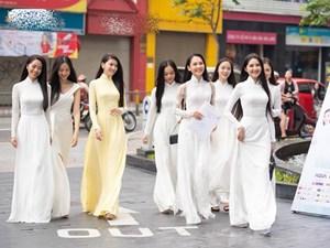 Vẻ đẹp tà áo dài truyền thống của người phụ nữ Việt Nam (22/10/2021)