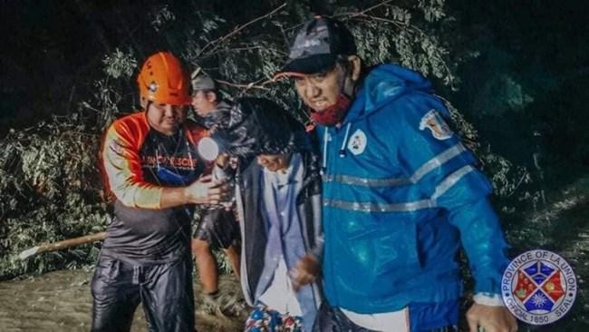 Bão Kompasu tàn phá Philippines, mạnh lên khi qua Biển Đông (12/10/2021)