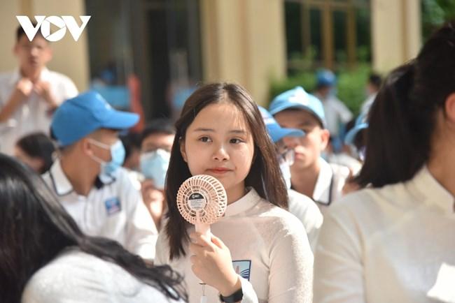 Phụ huynh, học sinh đứng ngồi không yên trước quy định tuyển sinh lớp 10 của Hà Nội (24/2/2021)