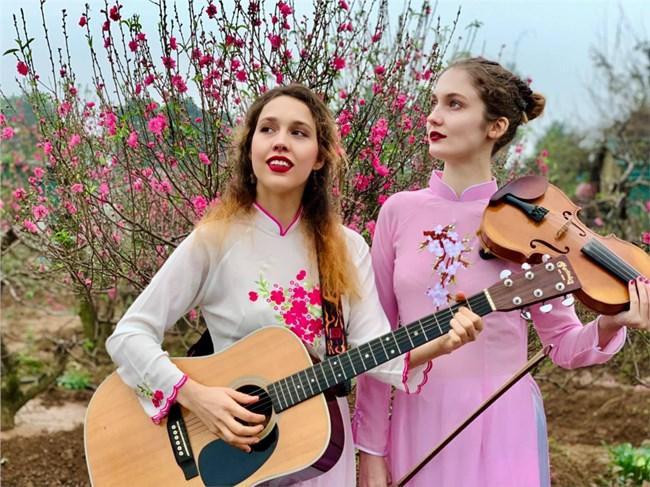Hai cô gái Nga đam mê