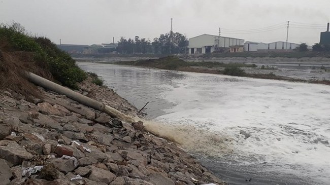 Sông Cầu giãy chết – 2 tỉnh Bắc Ninh, Bắc Giang gấp rút vào cuộc (17/03/2021)