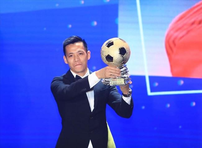 Nguyễn Văn Quyết: Người đầu tiên trong lịch sử bóng đá đạt 5 danh hiệu trong năm 2020 (16/03/2021)