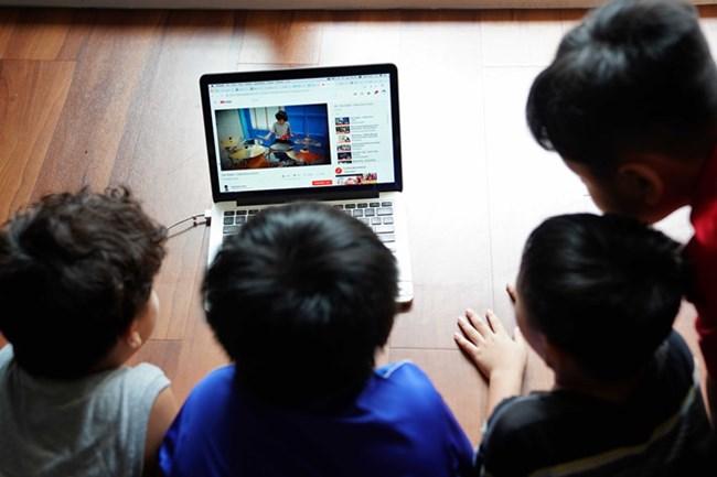 Cha mẹ, tấm chắn bảo vệ con trẻ trước những video xấu độc (16/03/2021)
