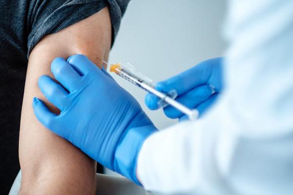 Việt Nam chính thức triển khai tiêm vaccine ngừa COVID-19 quy mô lớn nhất từ trước tới nay (08/03/2021)