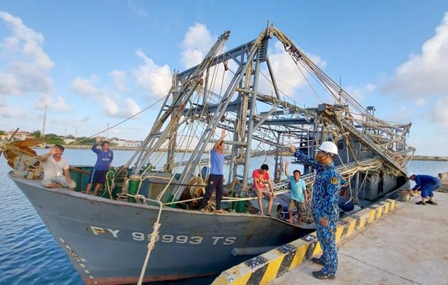 Vững mạnh về chính trị là nền tảng xây dựng Lữ đoàn 162 chính quy, hiện đại, bảo vệ vững chắc chủ quyền biển đảo Tổ quốc (17/04/2021)