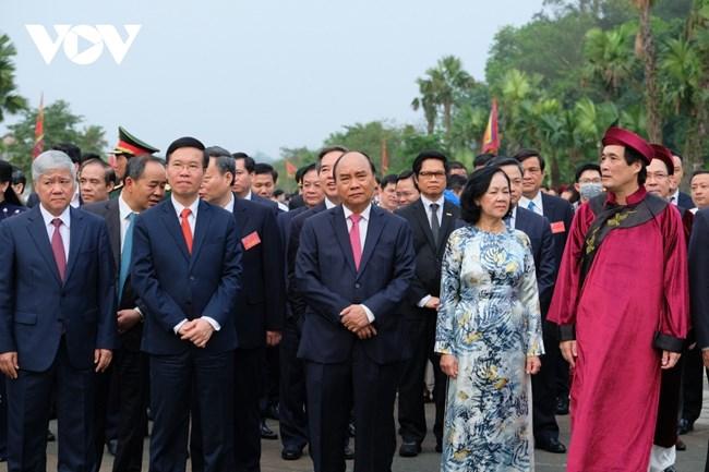 THỜI SỰ 12H TRƯA 21/04/2021: Chủ tịch nước Nguyễn Xuân Phúc và các lãnh đạo Đảng, Nhà nước dâng hương tưởng niệm các Vua Hùng nhân dịp Giỗ Tổ Hùng Vương