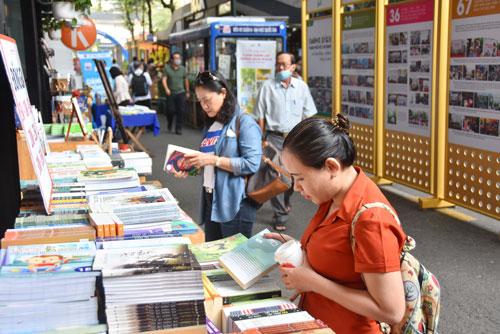 THỜI SỰ 12H TRƯA 18/4/2021: Ngày Sách Việt Nam lần thứ 8 lần đầu tiên được tổ chức tại TP.HCM