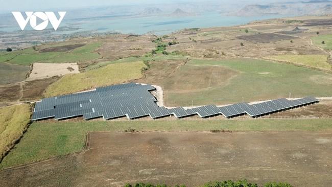 THỜI SỰ 12H TRƯA 26/4/2021: Ồ ạt phát triển điện mặt trời áp mái tại Gia Lai và hệ lụy
