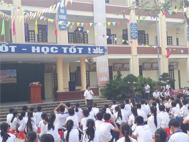 Nhà giáo Hợp Thanh, huyện Mỹ Đức, Hà Nội đỡ đầu học sinh nghèo (16/4/2021)