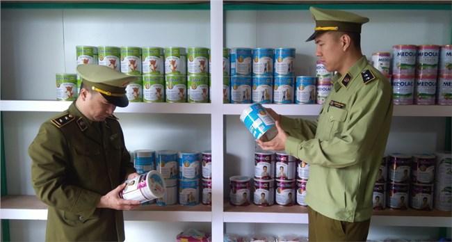 Lạng Sơn kiểm tra, xử lý hộ kinh doanh sữa nhập lậu trên zalo (23/4/2021)