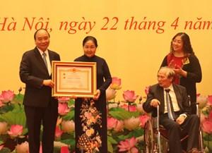 THỜI SỰ 12H TRƯA 22/4/2021: Một số nhà khoa học xuất sắc được trao tặng danh hiệu Anh hùng Lao động và Huân chương độc lập.