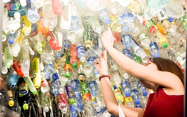 Nghệ sĩ Hàn Quốc biến rác thải thành tác phẩm nghệ thuật để bảo vệ môi trường (24/5/2021)