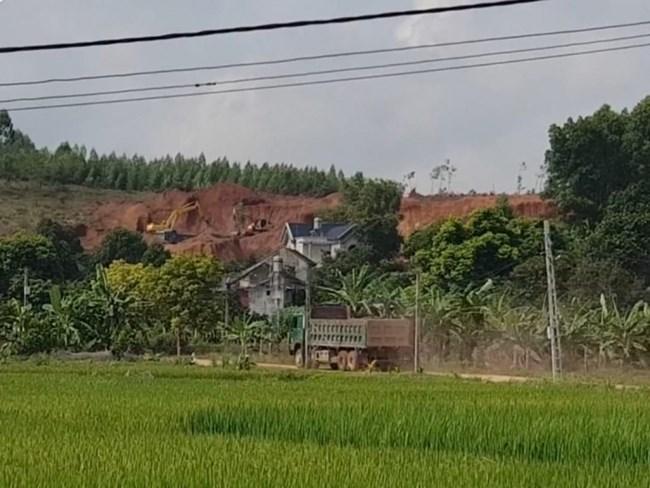 Vì sao khó kiểm soát tình trạng khai thác đất trái phép? (05/05/2021)