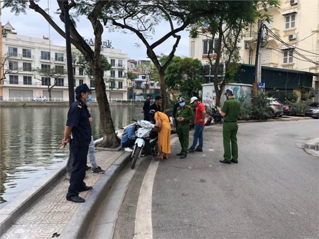 Hà Nội xử phạt nghiêm những trường hợp không đeo khẩu trang nơi công cộng (4/5/2021)
