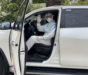 Người tình nguyện vào tâm dịch lái xe đưa đón các y bác sĩ (14/6/2021)