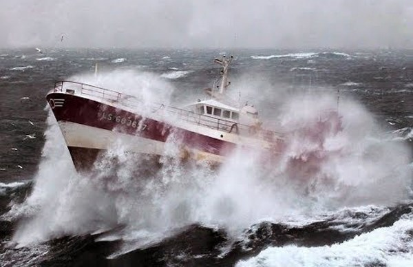 Kiến thức điều khiển neo đậu tàu thuyền trên biển khi có bão ( 23/6/2021)